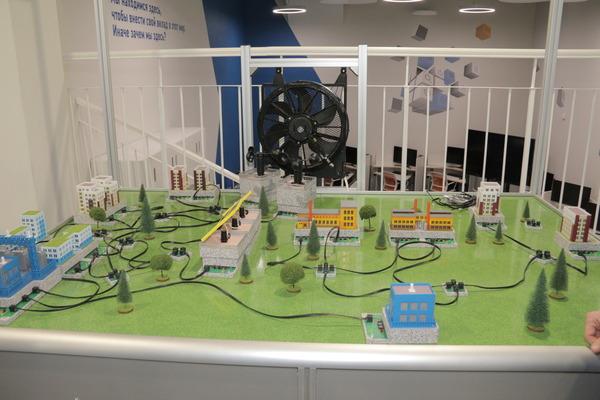 В рамках визита дляделегации Института провели экскурсию пошколе, продемонстрировали возможности технопарка